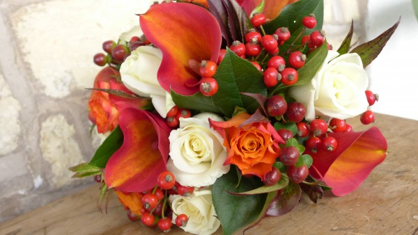 Zoe's bouquet, of callas, roses, rose hips and berries.